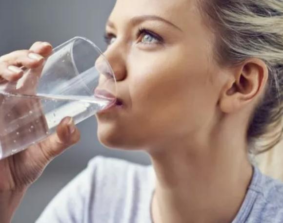 Пиете ли достатъчно вода? Полезна рецепта за хидратиране през летните дни